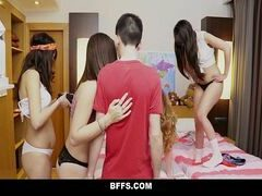 Filmes porno grátis com essas novinhas sedentas por piroca trepando com o primo