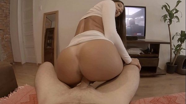 Porno grátis com a priminha deliciosa que adora dar a xoxota