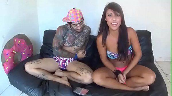 Novinha tesuda se acabando na piroca do tatuado comedor