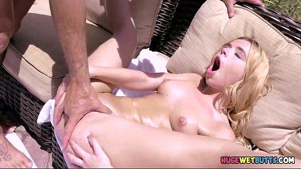 Ver porno dessa loirinha tarada dando o toba suculento
