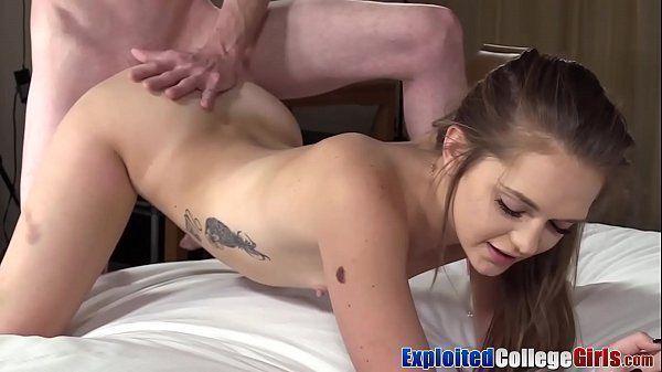 Morena porno grátis com a safadinha do cuzinho apertado