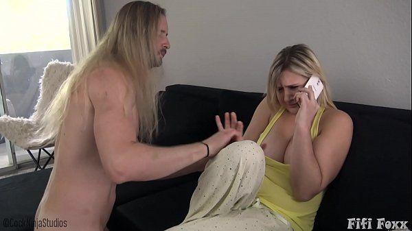 Sexo com gostosa linda que liga pro corno durante a foda