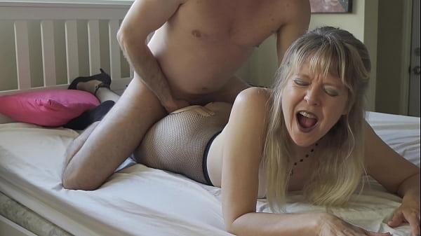 Vídeo porno incesto vovô tarado comendo netinha