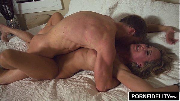 Coroa gostosa fazendo sexo com jovem rapaz