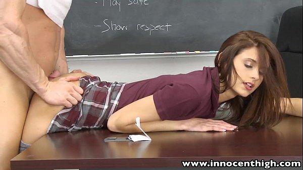 Estudante gostosa deu a bucetinha para o professor
