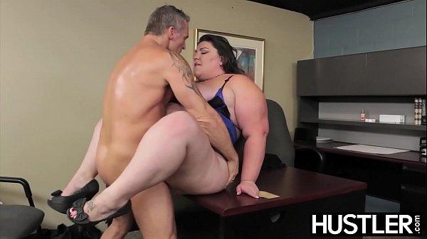 Mulher gorda gozando no pau do seu chefe