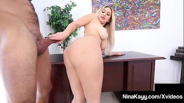 Porno encoxada na loirona puta do escritorio