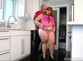 Mulher gorda fudendo com o namorado