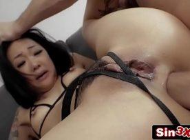 Japonesa fazendo sexo anal gostoso