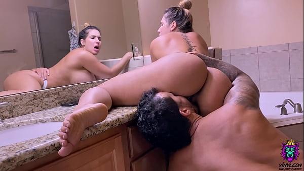 Porno video gostosa da bunda perfeita fodendo no banheiro