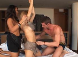 Grupal sex lindas garotas nuas fazendo a felicidade do homem safado