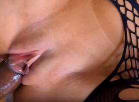 Linda morena pagando boquete delicioso sexo gratis