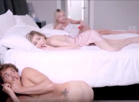 Porno sexy ninfetinha fodendo pelada com o irmão