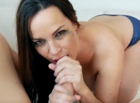 Oral porno do bom com safada mamando cacetudo